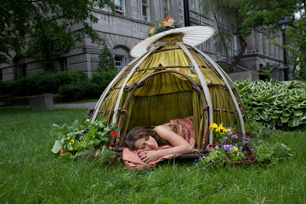 The skirt acts as a summer shelter, where one can camp temporarily in urban areas.
